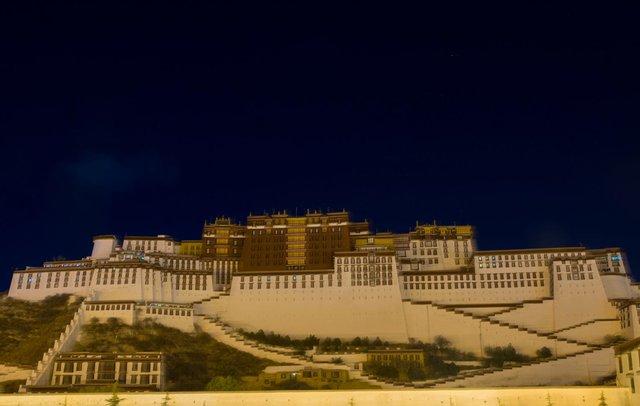 Nếu bạn từng lên voi xuống chó, sẽ thấy nhân tình thế thái vô thường ở Tây Tạng - Ảnh 2.