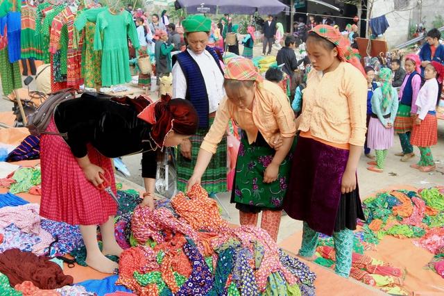 Du ngoạn Hà Giang, ngắm đồng bào đi chợ vùng cao - Ảnh 10.