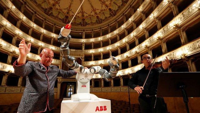 Robot chỉ huy cả một dàn nhạc người - Ảnh 3.