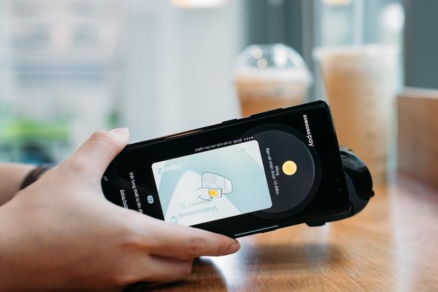 Chạm smartphone thay cho quẹt thẻ - Ảnh 3.