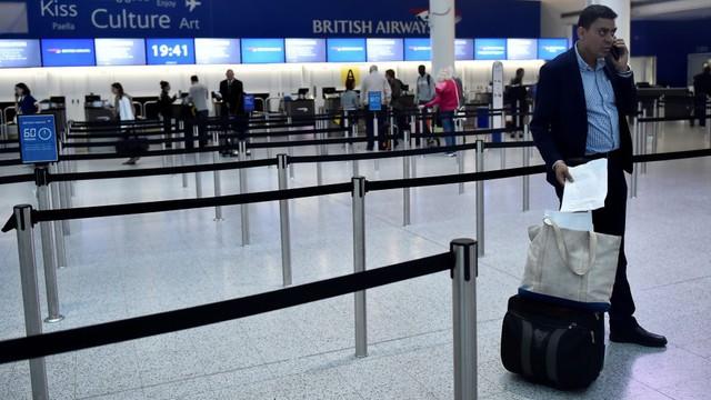 Hỗn loạn tại nhiều sân bay quốc tế do trục trặc hệ thống check-in - Ảnh 1.