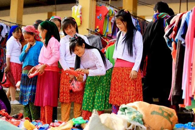 Du ngoạn Hà Giang, ngắm đồng bào đi chợ vùng cao - Ảnh 3.