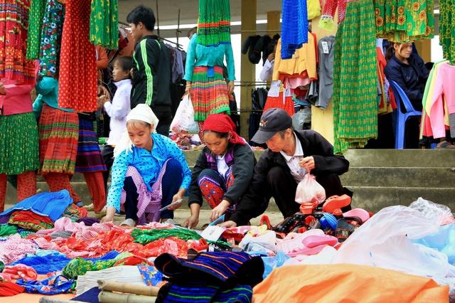 Du ngoạn Hà Giang, ngắm đồng bào đi chợ vùng cao - Ảnh 9.