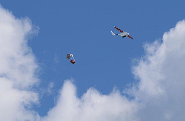 Tanzania dùng máy bay không người lái vận chuyển thuốc men - Ảnh 1.