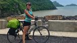 Cô gái Lithuania bị mất xe xúc động trước tấm lòng người Việt