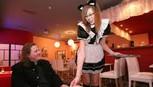 Đi Nhật uống ở quán cà phê hầu gái, cà phê ngâm chân...
