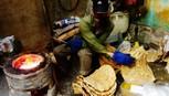 'Săn ảnh' bánh đa, thưởng thức đặc sản Thổ Hà