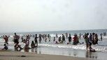 Nghỉ lễ, du khách đã trở lại biển Quảng Trị