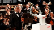 Robot chỉ huy cả một dàn nhạc người