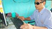Người mù đưa Internet về làng