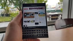 Ảnh thực tế BlackBerry Passport, smartphone vuông