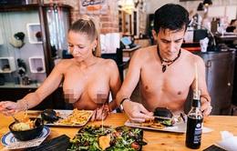 Đi Pháp ăn ở nhà hàng khỏa thân