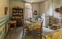 Tham quan căn nhà bị bỏ hoang 20 năm ở Pháp giá 3 tỉ đồng