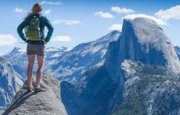Clip chinh phục đỉnh Half Dome ngoạn mục
