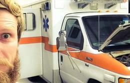 Chàng trai bị từ hôn, đi ngao du thiên hạ trên xe cứu thương