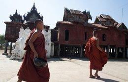 Tu viện Shwe Yaunghwe Kyaung và những ô cửa hình ôvan huyền thoại