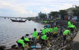 Du lịch... dọn rác ở Lý Sơn