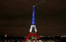 Tháp Eiffel mở cửa trở lại vàthắp đèn tưởng niệm nạn nhân
