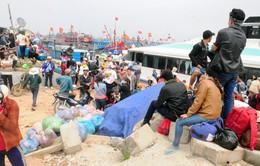 Cả ngàn du khách kẹt ở Lý Sơn vì thời tiết xấu