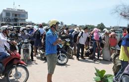 Biển động dữ dội, hàng trăm người kẹt lại đảo Lý Sơn