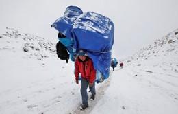 Nepal lo ngại trực thăng du lịch Everest gây lở tuyết