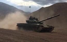 Ấn Độ điều gần 100 xe tăng tới gần biên giới Trung Quốc