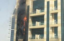Lửa ngùn ngụt trên tòa nhà 75 tầng ở Dubai