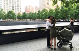 15 năm sau ở tòa tháp đôi, có hai người ôm nhau
