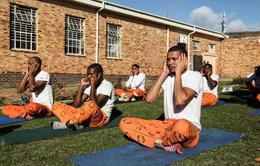 Dùng Yoga cải giáo tù nhân