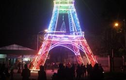 Chiêm ngưỡng 'Tháp Eiffel' đón Noel cao 34m