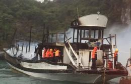 Cháy tàu trên vịnh Hạ Long, 14 khách nước ngoài thoát nạn