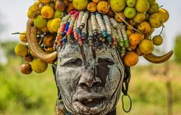 Vào bộ lạc Ethiopia xem phụ nữ thổ dân làm điệu