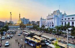 Trên phố Yangon bạn bắt đầu thấy đủ giá trị mới