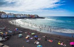 15 bãi biển cát đen tuyệt đẹp, bạn đã đến tắm chưa?