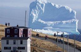 Xem clip núi băng khổng lồ