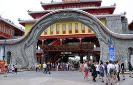 Hàng chục ngàn du khách đang đổ về Hạ Long