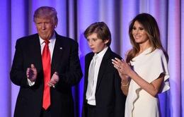 Con trai út ông Trump vào trường tư gần Nhà Trắng