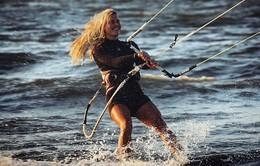 Cô gái chu du 18 nước để lướt ván diều