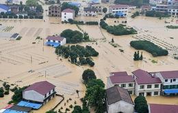 Trung Quốc vừa hứng lũ vừa chịu nóng, 33 người chết