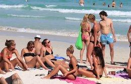 Hút thuốc trên bãi biển Thái Lan có thể bị phạt 3.000 USD