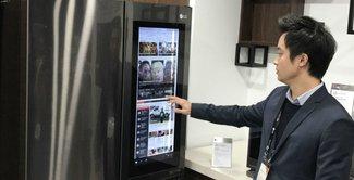 Clip: lướt web trên... tủ lạnh LG dùng Windows 10