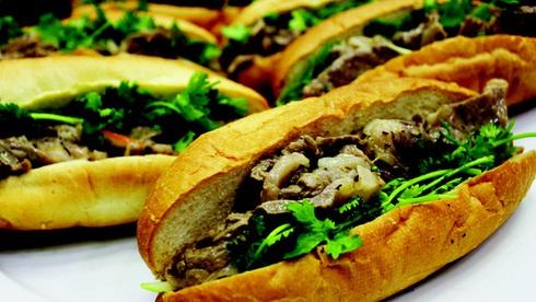 Nóng giòn bánh mì thịt bò sốt mè kiểu Nhật