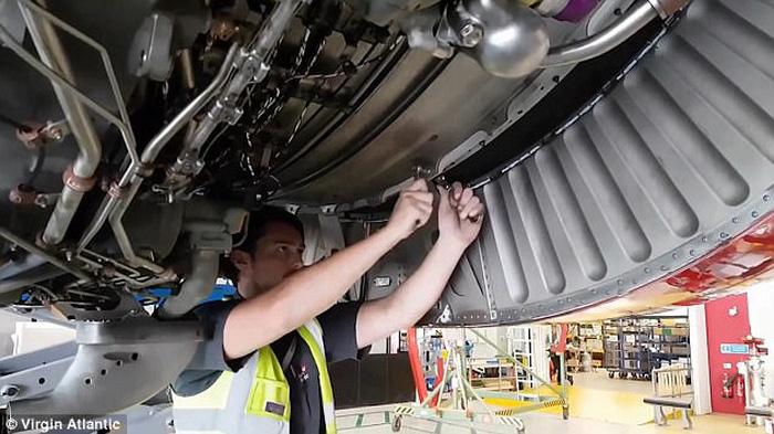 Clip động cơ Roll-Royce được lắp vào cánh máy bay ngoạn mục - Ảnh 5.