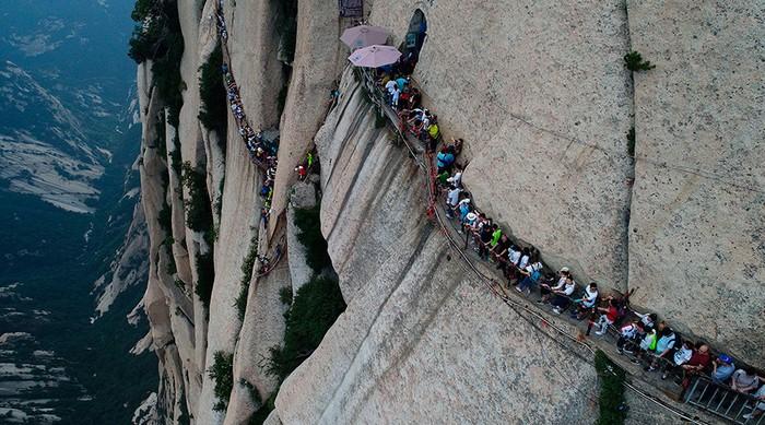 Đường leo núi đáng sợ nhất thế giới: bạn dám đi không? - Ảnh 1.
